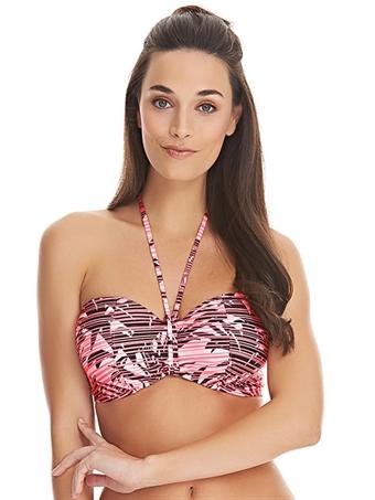 bikini med stora kupor